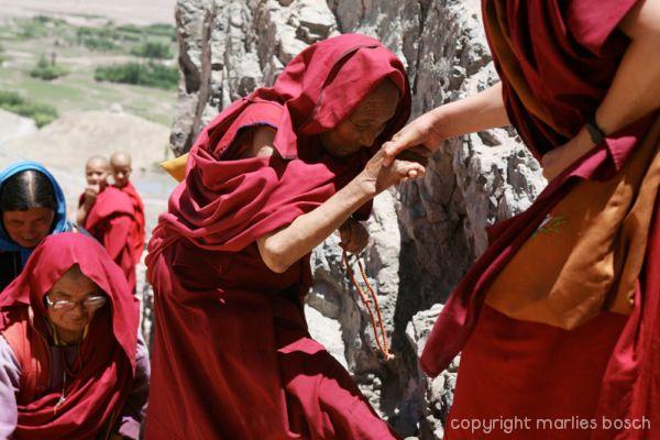 2010-nuns-ladakh-001