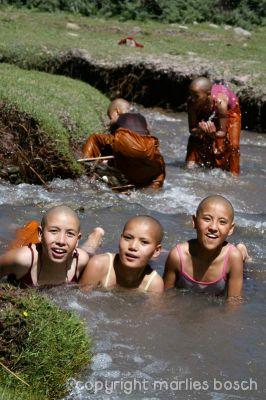 2010-nuns-ladakh-008